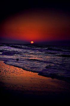 Sunset Nature / Purple Haze So beautiful and peaceful. Beautiful World, Beautiful Places, Foto Picture, Beautiful Sunrise, Beautiful Beach, Purple Haze, Deep Purple, Amazing Nature, Pretty Pictures