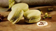 - Macarons fistic - Delicate macarons frantuzesti cu crema din ciocolata alba de lux Valrhona(R) si fistic.