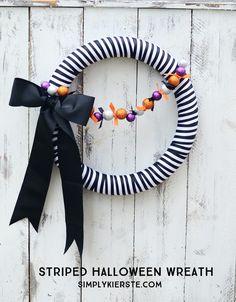 Striped Halloween Wreath | simplykierste.com