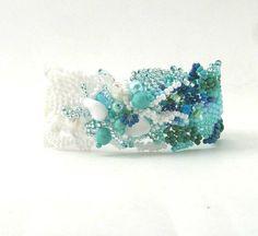 He encontrado este interesante anuncio de Etsy en https://www.etsy.com/es/listing/151594885/beaded-jewelry-bracelet-beadwork