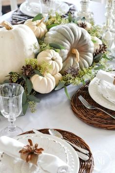 The light and warm aesthetic of this DIY Soft and Natural Thanksgiving Tablescape is simply gorgeous.