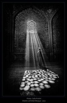 Sheykh Lotf Allah Mosque by Safa Pirshiri