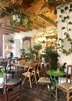 "Yiasemi, Athens Picture: ""Yiasemi"" Cosy cafe-bistrot in Plaka - Check out Tripadvisor members' 405 candid photos and videos. Coffee Shop Interior Design, Restaurant Interior Design, Cafe Design, Interior Styling, Cozy Coffee Shop, Coffee Shops, Eclectic Cafe, Coffee Shop Aesthetic, Cosy Cafe"