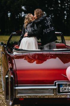 Rockige Hochzeit in selbst bemalten Lederjacken   Alternative Vintage Hochzeit Haus Voerde mit Feier im Schloss Diersfordt Wesel #lederjacke #rockwedding #rockmywedding #alternativewedding Lace Skirt, Skirts, Fashion, Pictures, Celebration, House, Moda, Fashion Styles, Skirt