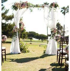 Imagen: altar de boda en el campo.