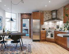 Stort sällskapskök i mitten av lägenheten Kitchen Dining, Kitchen Decor, Scandinavian Interior Design, Cool Kitchens, Ideal Home, Table, Inspiration, Furniture, Grande