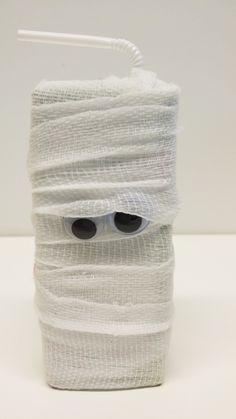 Muumiomehu | lasten | askartelu | syksy | halloween | muumio | sideharso | käsityöt | koti | kierrätys | DIY ideas | kid crafts | mummy | gauze | recycling | Pikku Kakkonen