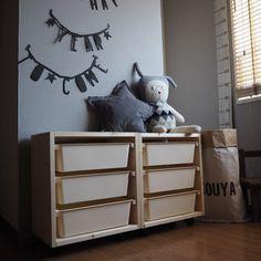 Instagramで超話題のダイソーのスクエアボックスを、IKEAで人気な収納家具『TROFAST』トロファスト風にDIYしてみました♪ ***ダイソーの「スクエアボックス」でIKEAの「トロファスト」を簡単DIY! (ehami123)