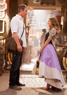 (L-r) JOHN CORBETT as Aidan Shaw and SARAH JESSICA PARKER as Carrie Bradshaw in New Line Cinema's co...