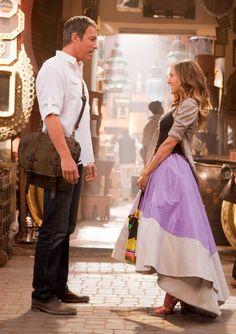 (L-r) JOHN CORBETT as Aidan Shaw and SARAH JESSICA PARKER as Carrie Bradshaw in New Line Cinema's co...