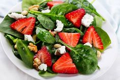 Strawberry & spinach salad with Balsamic Vinaigrette Spinach Strawberry Salad, Strawberry Recipes, Strawberry Walnut Salad, Strawberry Vinaigrette, Blueberry Salad, Watermelon Salad, Summer Salad Recipes, Summer Salads, Spring Salad