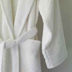 Soft and luxurious, we love the Pasha Luxury Robe from SFERRA. Made of combed Turkish cotton, and available in 4 elegant colors. We think this would make a perfect Christmas gift for your loved ones! Wholesale Linens, Cashmere Throw, Luxury Bath, Home Spa, Bedding Collections, Bed And Breakfast, A Boutique, Luxury Bedding, Rodeo