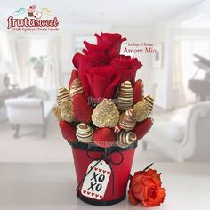 Chocolate Flowers, Chocolate Dipped Strawberries, Chocolate Bouquet, Chocolate Covered Strawberries, Diy Valentines Day Wreath, Valentine Bouquet, Candy Bouquet Diy, Diy Bouquet, Christmas Flower Arrangements