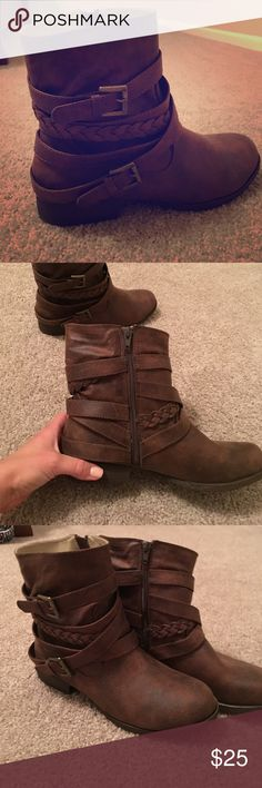 Low rise boots Justfab boots size 7.5 JustFab Shoes Ankle Boots & Booties