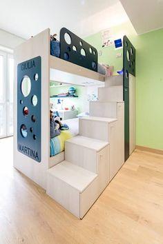Five little pigs - Un casa per tanti bambini: Stanza dei bambini in stile in stile Moderno di 23bassi studio di architettura