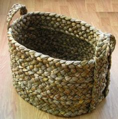 This basket needs a name Flax Weaving, Straw Weaving, Basket Weaving, French Shoes, Flax Fiber, Maori Designs, How To Make Rope, Pine Needles, Gras