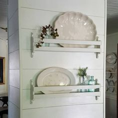 Small shelves on the wall for vintage platters High end dining room sets surely is an important part of our life at home. Find some beautiful ideas here, and get ready to be inspired! Kitchen Redo, Kitchen Shelves, New Kitchen, Kitchen Remodel, Pantry Cabinets, Family Kitchen, Kitchen Ideas, Dining Room Sets, Organization Ideas