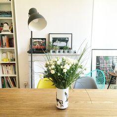 Un intérieur fleuri et coloré