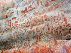 Similar rock art to that found in Chiribiquete can be seen near San José del Guaviare Ancient Mysteries, Ancient Artifacts, Inca Road System, Art Rupestre, Colombian Art, Red Images, Art Ancien, Canoe Trip, Aboriginal Art