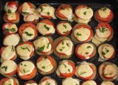 Görög padlizsán falatkák olvadozó sajttal és friss bazsalikommal, nagyon fincsi! :) Sushi, Mozzarella, Dishes, Ethnic Recipes, Food, Tablewares, Essen, Meals, Yemek