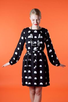 Marimekko - Perfect outfit for a big day at work. Marimekko Dress, Marimekko Fabric, White Fashion, Girl Fashion, Spring Fashion, Fashion Outfits, Anna Wintour, Flannel Outfits, Crazy Outfits