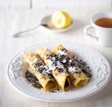 Babiččiny bramboráky s mákem (lokše s mákem)  nejlépe podle babiččina receptu. Podle babičky klasicky se sádlem. Když si chceme dopřát luxusnější verzi (jako v restauraci Central) nebo hostíme vegetariány, tak používáme máslo.
