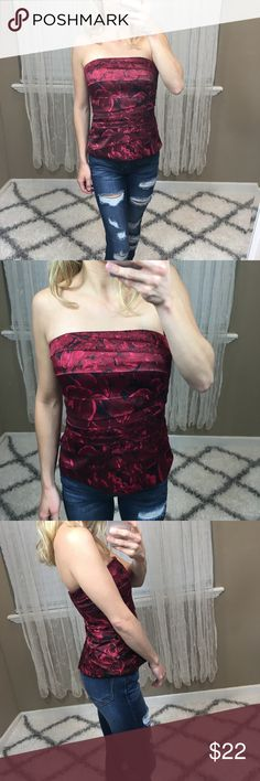 (WHBM) Strapless Rose Corset Tube Top - Size 0 White House Black Market Rose Tube Top. Size 0. Good condition, has a loose thread on the inside top part (picture shows flaw). Zips & hooks in the back. Corset type wiring around waist. No trades  -- HU CLOSET  #whbm #roseprint #corsettop #tubetop White House Black Market Tops