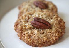דקיקות, פריכות, שבירות ולעולם לא מספיקות עוגיות שיבולת שועל ופקאן הורסות/ כמות של 20 עוגיות ( להכפיל, להכפיל, ברור.) מה צריך: 100 גרם חמאה רכה מאוד 3/4 כוס סוכר חום…