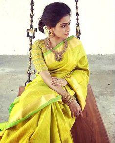15 Pretty Half Hand Blouse Designs For Party Wear Sarees Ethnic Sarees, Indian Sarees, Silk Sarees, Fancy Sarees, Handloom Saree, Cotton Saree, Elegant Saree, Elegant Dresses, Indian Attire