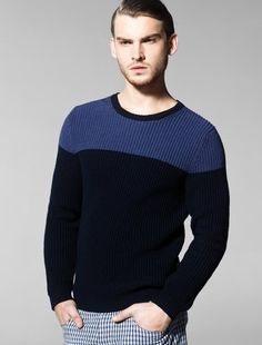 """In this image: Sweater (1085K1746); Bermudas (4CWK591F8). Spring/Summer 2013 United Colors of Benetton Man collection."""