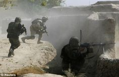article-1216247-020CA8C2000004B0-15_468x304.jpg (468×304) Canadian and Afghan soldiers repel Taliban fire in Kandahar Afghanistan 2009