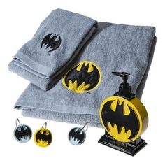 """Batman Embroidered BATH Towel - GREY *****BATH TOWEL ONLY. ALL OTHER PIECES SOLD SEPARATELY.**** GREY BATH TOWEL WITH EMPROIDERED YELLOW AND BLACK BAT SIGNAL ACCENT. 1 BATH TOWEL Dimensions: 50.0 """" L x 28.0 """" W Material: Cotton ( 100 %) Weave Type: Terry http://livinggood-entrepeneural.blogspot.com/2014/11/towels-as-gifts.html"""