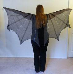 Dragons are the coolest fantasy creatures out there so a shawl that looks like dragon-wings was one of my dream projects for a long time.