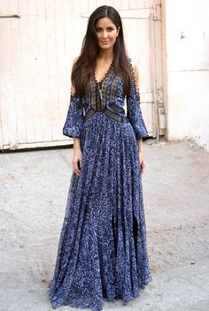 Katrina Kaif is looking fabulous during Fitoor promotions wearing ensembles from sporty casual to princessy gown! I have compiled 10 best looks of Katrina Kaif in Fitoor movie promotions that will inspire the fashionista in you :) Indian Fashion, Boho Fashion, Fashion Outfits, Fashion Design, Dressy Outfits, Muslim Fashion, Dress Fashion, Bollywood Celebrities, Bollywood Fashion