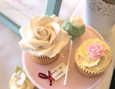 Wedding cupcakes & cake pop favour by kissmycake.co.uk vintage Rose china pretty!
