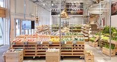 After Ikea now Muji also goes into food, opening a produce market in Tokyo - Gambero Rosso Muji Shop, Japanese Grocery, Mini Store, Zero Waste Store, Produce Market, Vegetable Shop, Retail Store Design, Retail Stores, Farm Shop