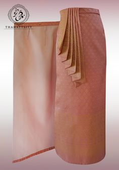 Adjustable Thai Wrap Skirt with Queen style pleated pencil skirt. Thai Traditional Dress, Traditional Wedding Dresses, Traditional Fashion, Traditional Outfits, Costume Patterns, Sewing Patterns, Clothing Patterns, Model Rok, Thai Wedding Dress