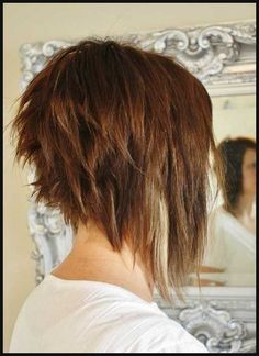 Choppy-Long-a-Line-Bob-Haircut-Style Short Stacked Bob Hairstyles Choppy-Long-a-Line-Bob-Frisur-Stil Kurze gestapelte Bob-Frisuren Layered Haircuts For Women, Stacked Bob Hairstyles, Medium Bob Hairstyles, Popular Haircuts, Hairstyles Haircuts, Wedding Hairstyles, American Hairstyles, Latest Hairstyles, Braided Hairstyles