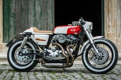 Awesome custom Harley Cafe Racer built by João Barranca of Redonda Motors from Portugal. Check out this 60s inspired cafe racer!