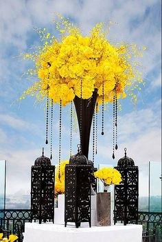 yellow wedding flowers, black and white wedding decor, black wedding flower centerpiece, wedding flower arrangement, add pic source on comment and we will update it. Wedding Reception Themes, Wedding Table, Wedding Colors, Wedding Flowers, Wedding Yellow, Wedding Ideas, Trendy Wedding, Yellow Weddings, Wedding Poses