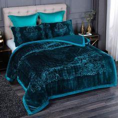 Jewel Tone Bedroom, Master Bedroom, Bedroom Decor, My New Room, Bed Design, Bed Spreads, Room Inspiration, Comforters, Blanket
