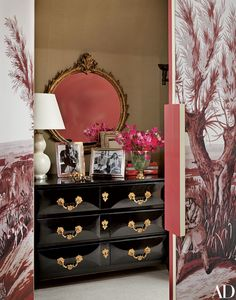 The closet in the master bedroom holds a gleaming Louis XIV commode graced with a lamp from Christopher Spitzmiller. Net-a-Porter Founder Natalie Massenet's Lavish London Mansion. Armoire Dressing, Dressing Room Closet, Dressing Rooms, Dressing Table, London Mansion, London House, Walk In Closet Design, Closet Designs, Walking Closet Ideas