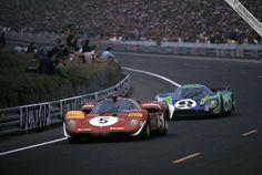 Jacky Ickx, in a Ferrari tries to shake the Hippie Porsche of Willi Kauhsen / Gerard Larrousse, 24 Hours Le Mans 1970 Sports Car Racing, Racing Team, Road Racing, Sport Cars, Auto Racing, Motor Sport, 24 Hours Le Mans, Le Mans 24, La Mans