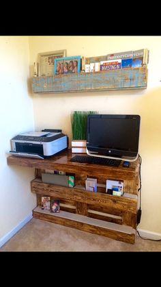 Escritorio de montaje de pared de madera palet por AWRestoration