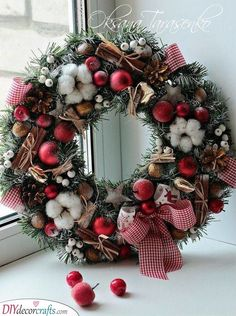 Beautiful Christmas Wreath Ideas - Brighter Craft - - Wreaths are a classic Christmas tradition and they're great fun to make! Here's a list of over 80 beautiful Christmas ideas. Christmas Door Wreaths, Christmas Door Decorations, Christmas Flowers, Christmas Mood, Noel Christmas, Holiday Wreaths, Simple Christmas, Beautiful Christmas, Christmas Crafts