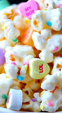"Everyone will ""love"" this fun and delicious white chocolate popcorn recipe for Valentine's Day! White Chocolate Popcorn, Chocolate Pops, Valentine Chocolate, Valentine Treats, Melting Chocolate, Valentines, Popcorn Posters, Holiday Recipes, Holiday Ideas"
