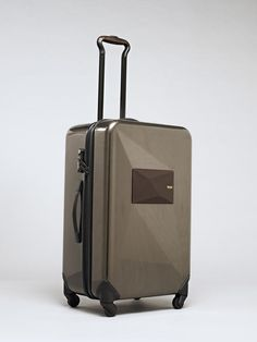 Talk about traveling with style… Dror Benshetrit has teamed up with luggage maker Tumi on a new collection of luggage and travel bags that are simply stunners.