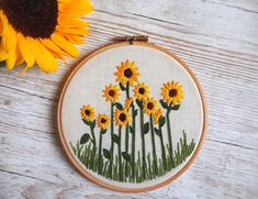 sonnenblumenfeld-stickerei-hoop-art-sonnenblumenstickerei-etsy-art-beadedem/ - The world's most private search engine Floral Embroidery Patterns, Creative Embroidery, Hand Embroidery Flowers, Simple Embroidery, Hand Embroidery Stitches, Embroidery Hoop Art, Hand Embroidery Patterns, Cross Stitch Embroidery, Couture