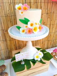 Incredible cake from a luau birthday party! See more party ideas at… Aloha Party, Hawaiian Party Cake, Hawaiian Birthday, Hawaiian Theme, Tiki Party, Beach Party, Hawaiian Parties, Luau Birthday Cakes, Luau Cakes