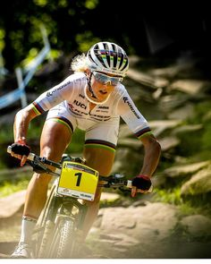 Sometimes people taking part in specific disciplines of cycling will purchase a specialized mtb, developed for the discipline. While cross-country, freerider and enduro are the most common discipli… Bicycle Women, Bicycle Girl, Bicycle Race, Bike Run, Beginner Triathlete, Buy Bike, Cycling Girls, Bike Accessories, Fitness